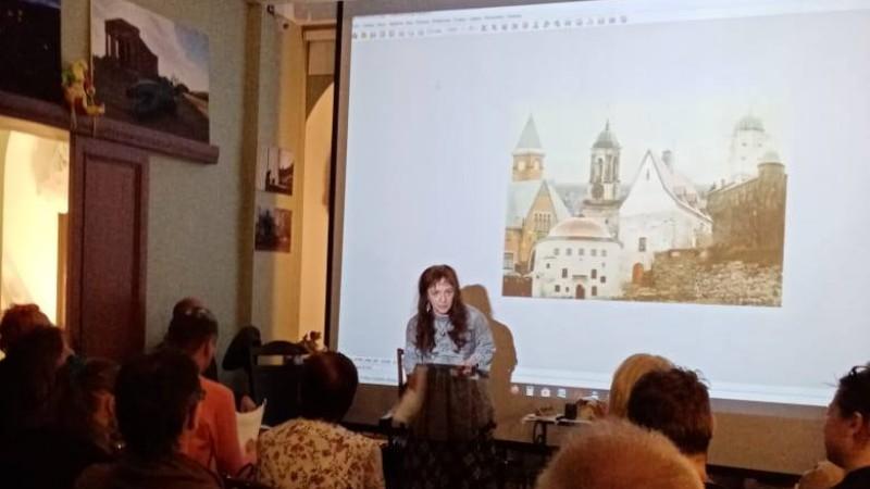 Творческий вечер Лолы Тиуновой в Библиотеке на Пионерской, 4
